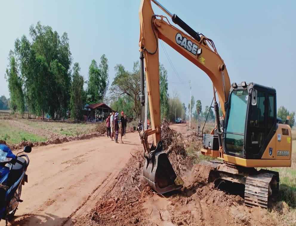 ประชาสัมพันธ์ภาพการปฏิบัติงานโครงการก่อสร้างถนนพาราแอสฟัลท์คอนกรีต ม.9